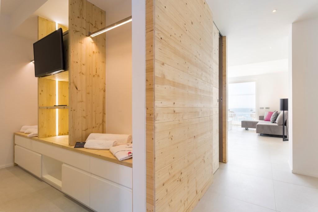Hotel Auf Ibiza Mit Whirlpool Auf Der Terrasse One Ibiza Suites
